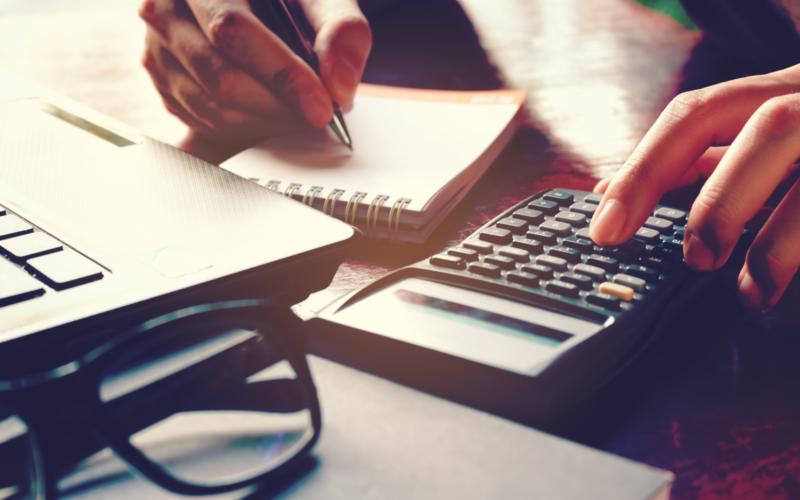 業務用脱毛器のランニングコストの内訳と算出方法を解説